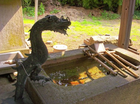 This dragon presides over the water devout Buddhists drink (with the dipper provided) as they enter the temple grounds, to purify themselves.